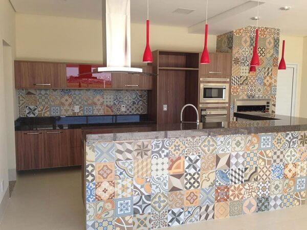 Área de churrasco com balcão de granito