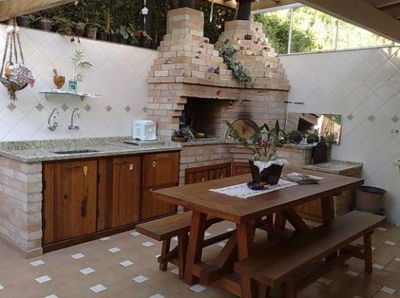 Área de churrasco simples e pequena