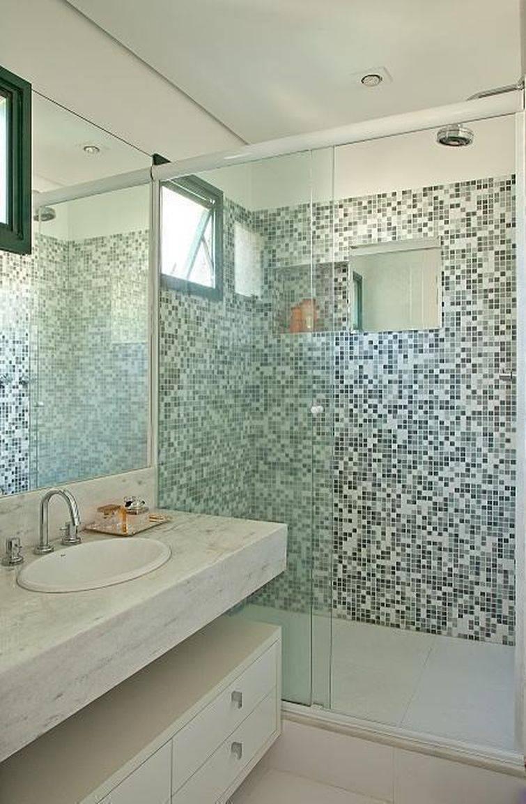 Banheiros Decorados com Pastilhas são a Nova Moda # Banheiros Com Pastilhas Escuras