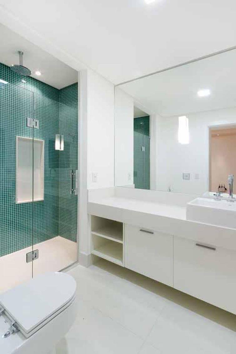 Banheiros Decorados com Pastilhas são a Nova Moda -> Banheiro Com Pastilha Na Parede Do Chuveiro