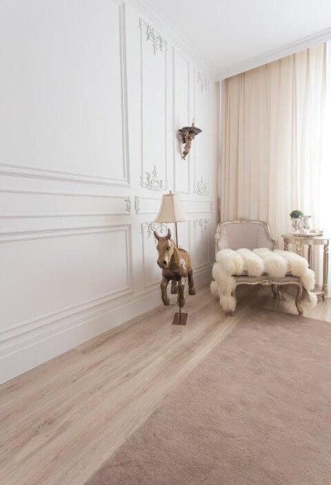 Abajur para chão em formato de cavalo no quarto infantil Projeto de Casa Cor 2016
