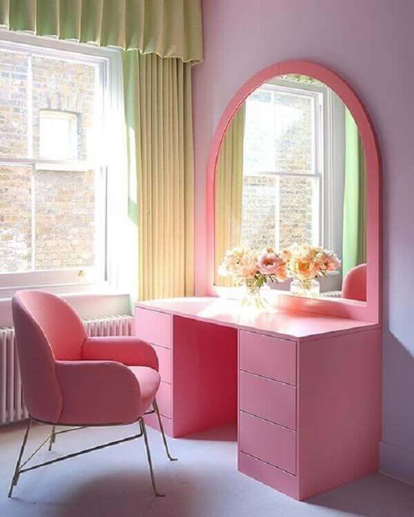 Penteadeira rosa estilo retrô