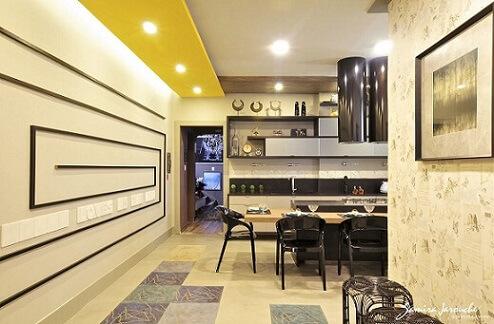 Cozinha gourmet com teto de gesso e apliques na parede Projeto de Samira Arouche