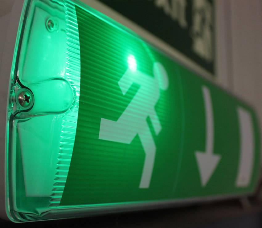 A importância das luzes de emergência no seu projeto