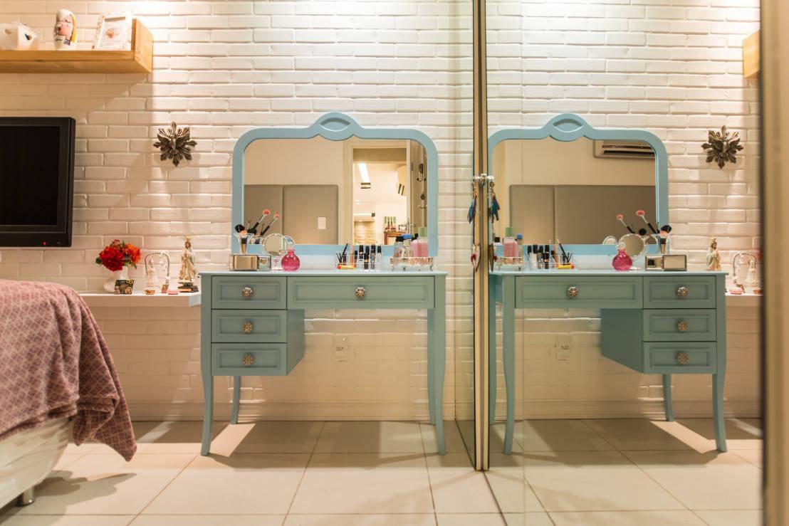 Penteadeira antiga azul com espelho grande