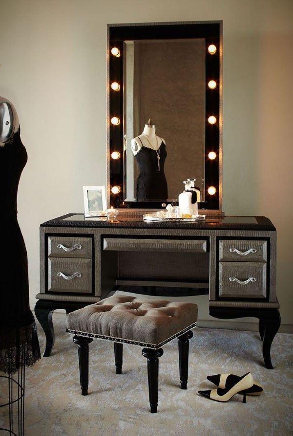 Penteadeira antiga com led no espelho
