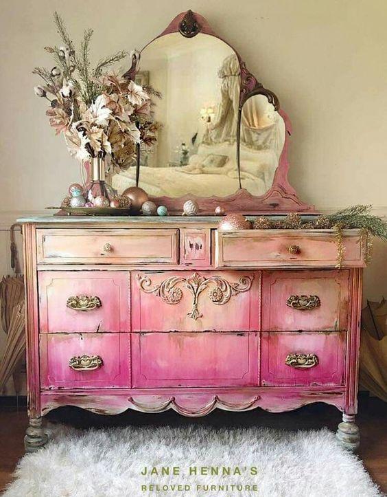 Penteadeira antiga cor de rosa