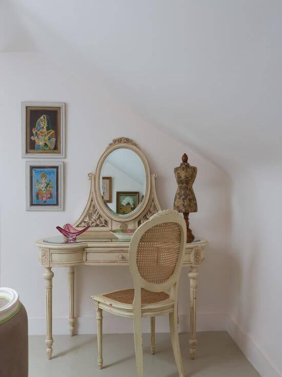 Penteadeira antiga e vintage para decoração de quarto