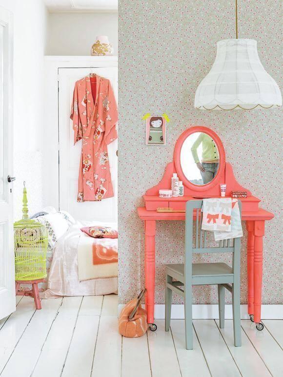 Penteadeira antiga para quarto infantil