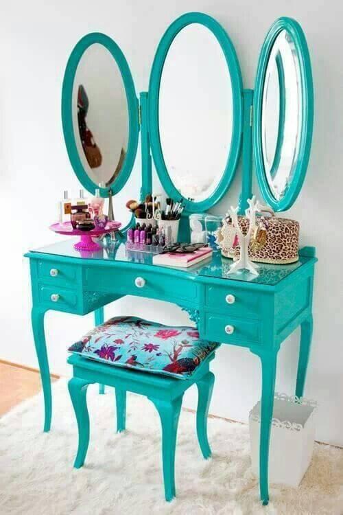 Penteadeira antiga turquesa com três espelhos