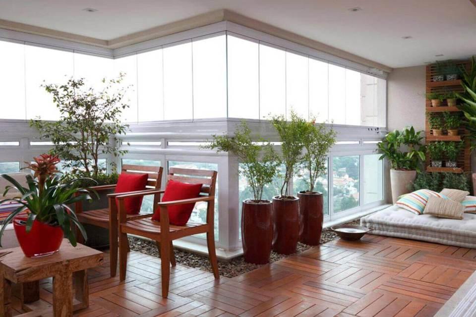 Plantas para apartamento - vasos de barro com plantas em área externa