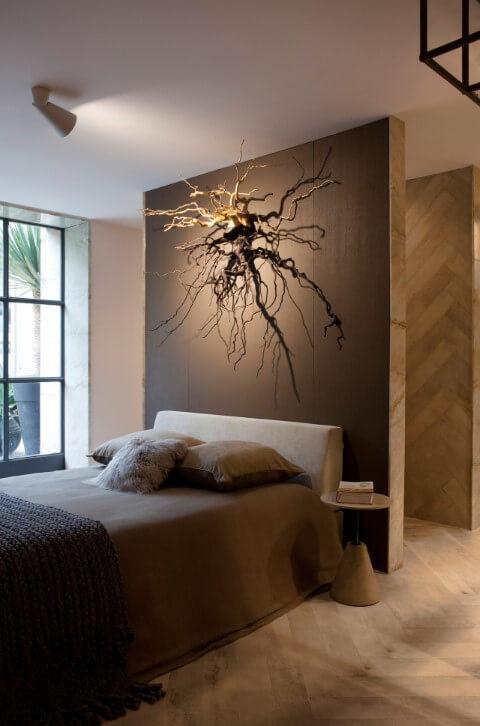 Quarto de com pisos que imitam madeira Projeto de Sandra Moura