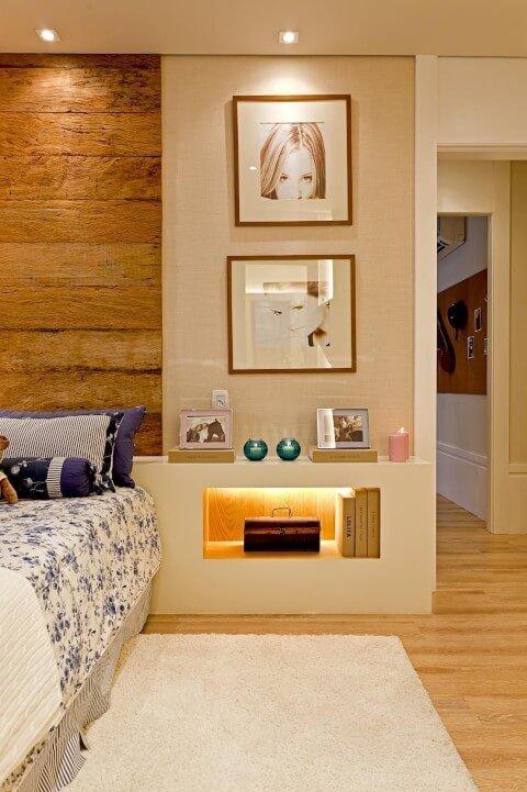 Quarto de solteiro com pisos que imitam madeira Projeto de Maithia Guedes1