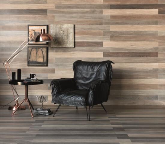 Sala com pisos que imitam madeira Projeto de Portobello