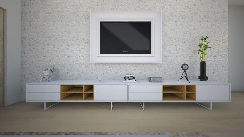 Sala de TV com pisos que imitam madeira