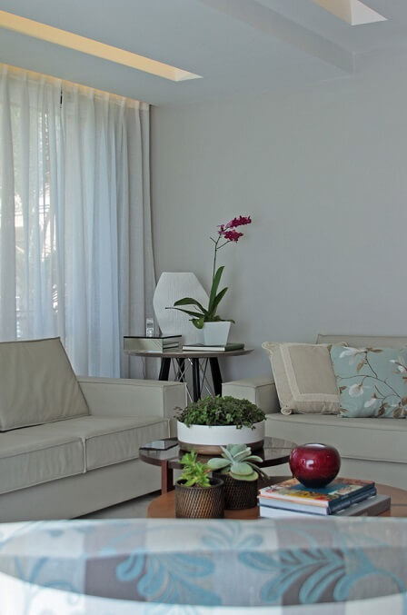 Sala de estar com teto de gesso Projeto de Felipe Mazzoni