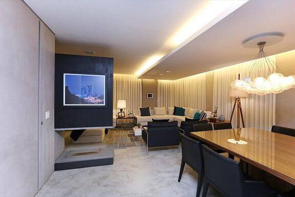 Sala de estar com teto de gesso baixo Projeto de Hildebrand Silva Arquitetura