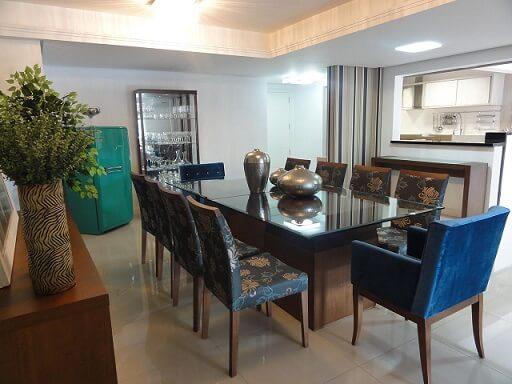 Sala de jantar com sanca no teto de gesso Projeto de Beatriz Mende