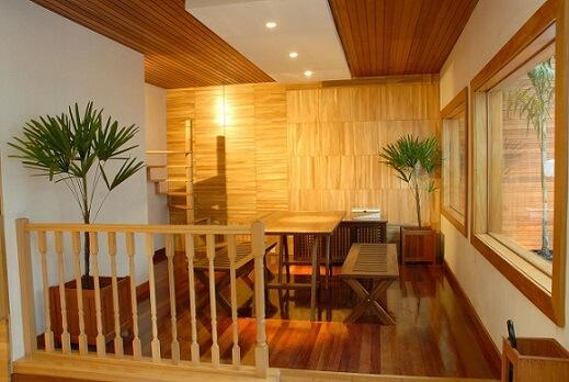 Sala de jantar com teto de gesso e pontos de iluminação Projeto de Fernando Paya