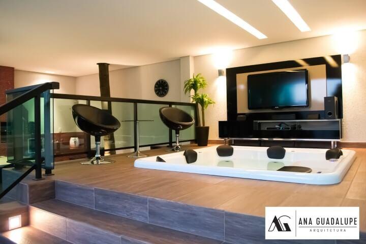 Spa com pisos que imitam madeira Projeto de Ana Lucia Guadalupe