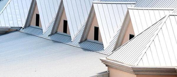 Telhas de zinco em diversas casas
