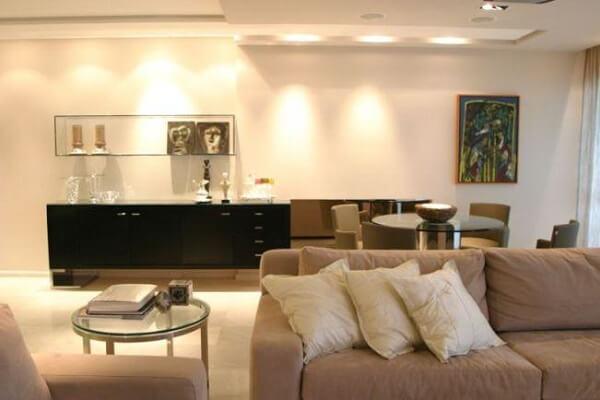 Teto de gesso com iluminação na sala