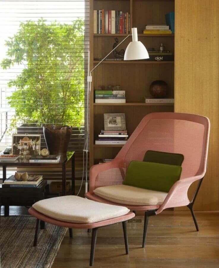 abajur de chão para sala com poltrona rosa Foto Marina Linhares Interiores