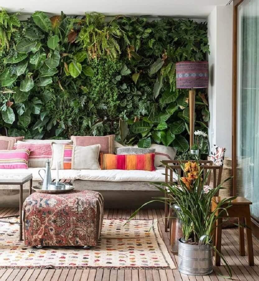 abajur de chão para varanda com jardim vertical Foto Marina Linhares Interiores