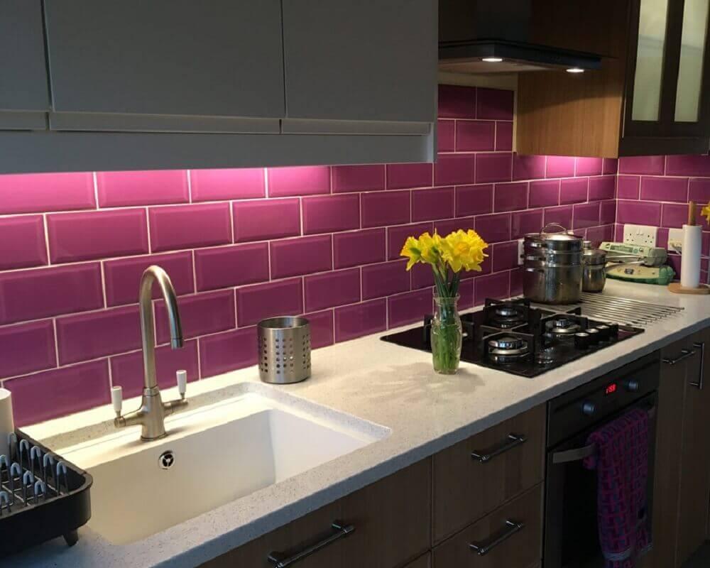 azulejo roxo para cozinha