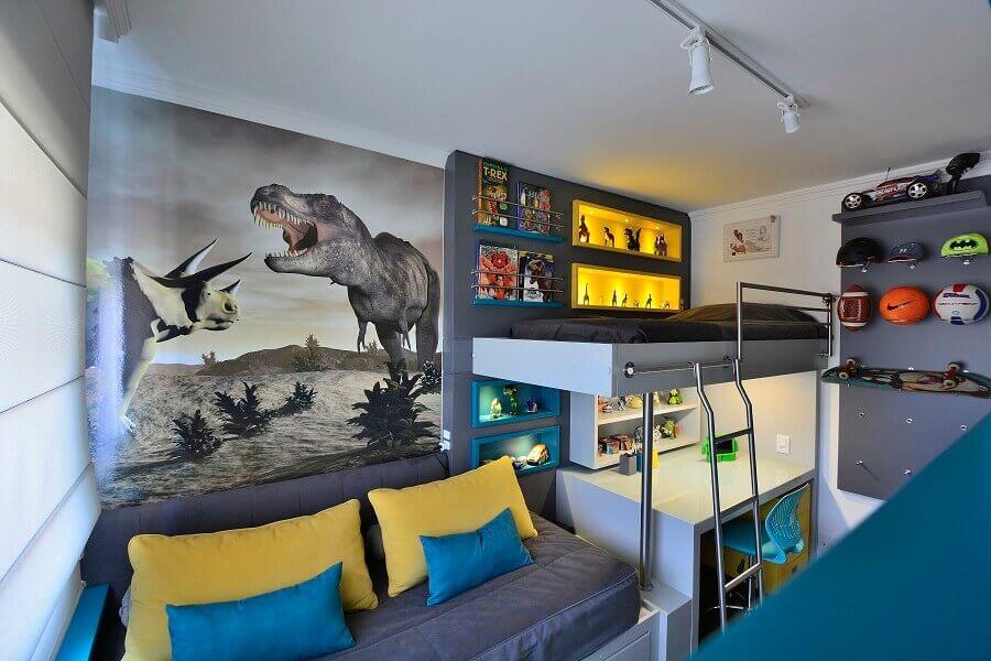 bancada de estudo para quarto de solteiro planejado com bicama e nichos com iluminação embutida Foto BG Arquitetura