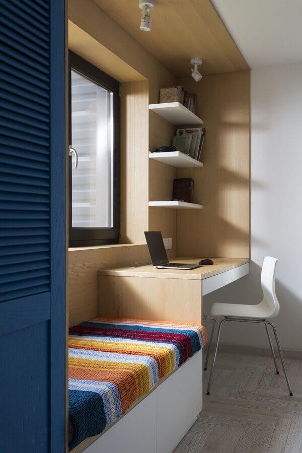 bancada de madeira para quarto de solteiro planejado simples Foto HomeWorldDesign