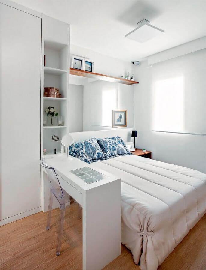 bancada para quarto de casal planejado com parede espelhada Foto Pinterest