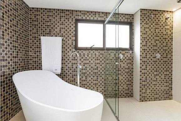 Revestimento banheiro mais adequado para sua obra # Decoracao De Banheiro Com Pastilhas Bege