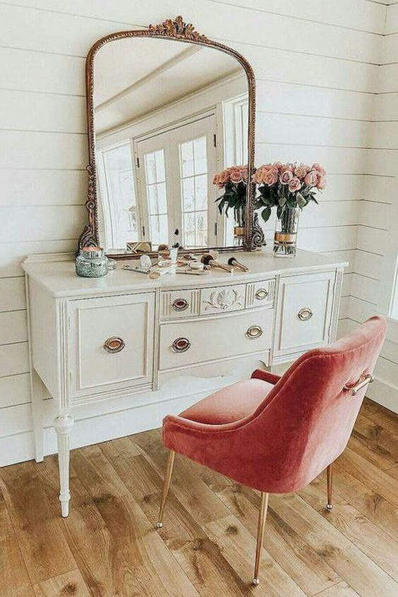 Penteadeira branca e rosa