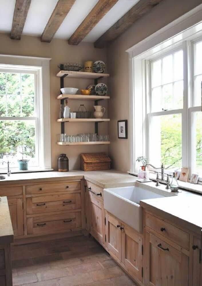 cozinha rústica bem iluminada