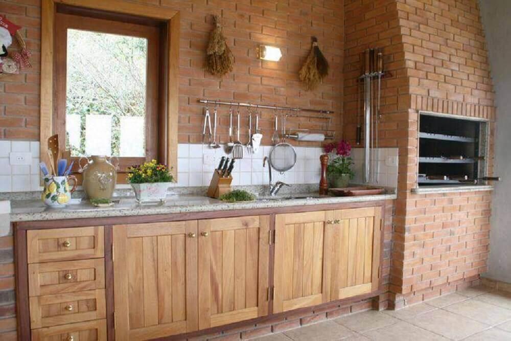 Cozinha rústica com churrasqueira