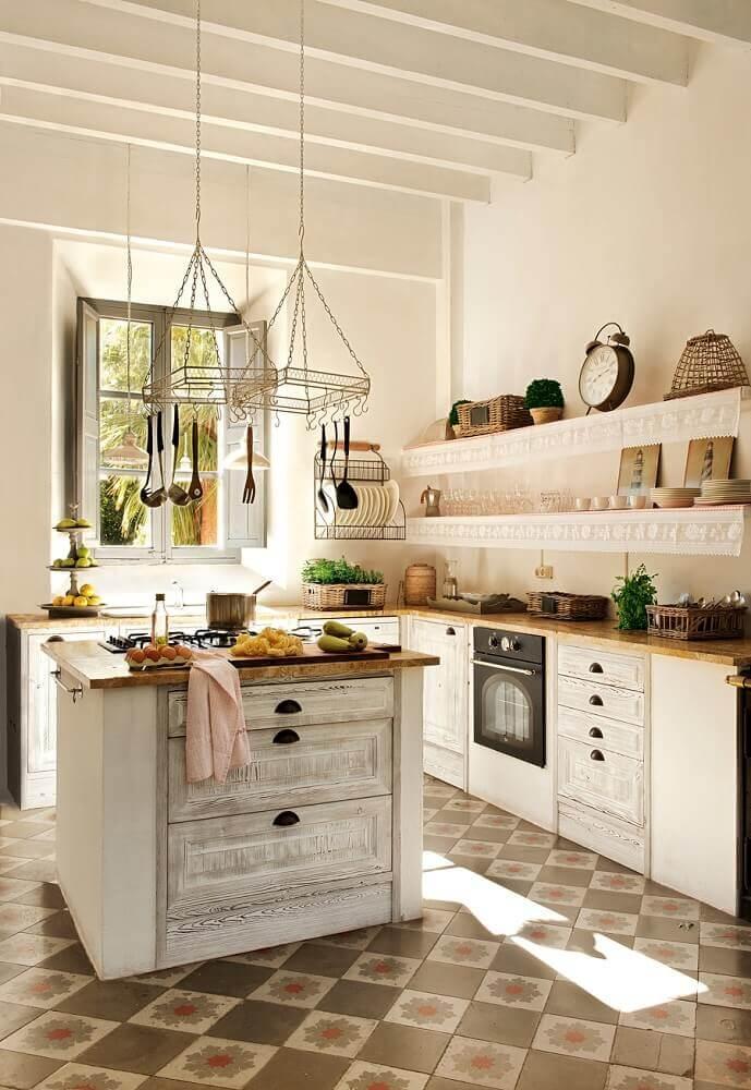 Cozinha simples e rústica.