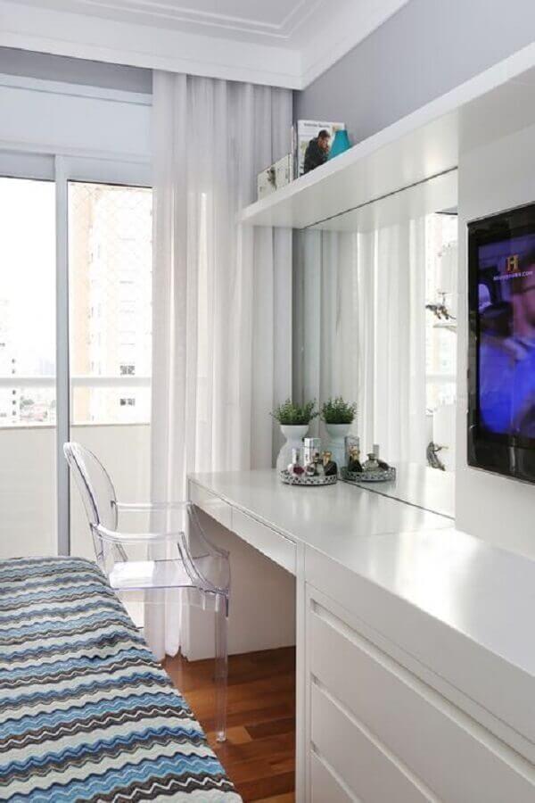 decoração clean com bancada para quarto de casal com cadeira de acrílico Foto Best Desk Setup