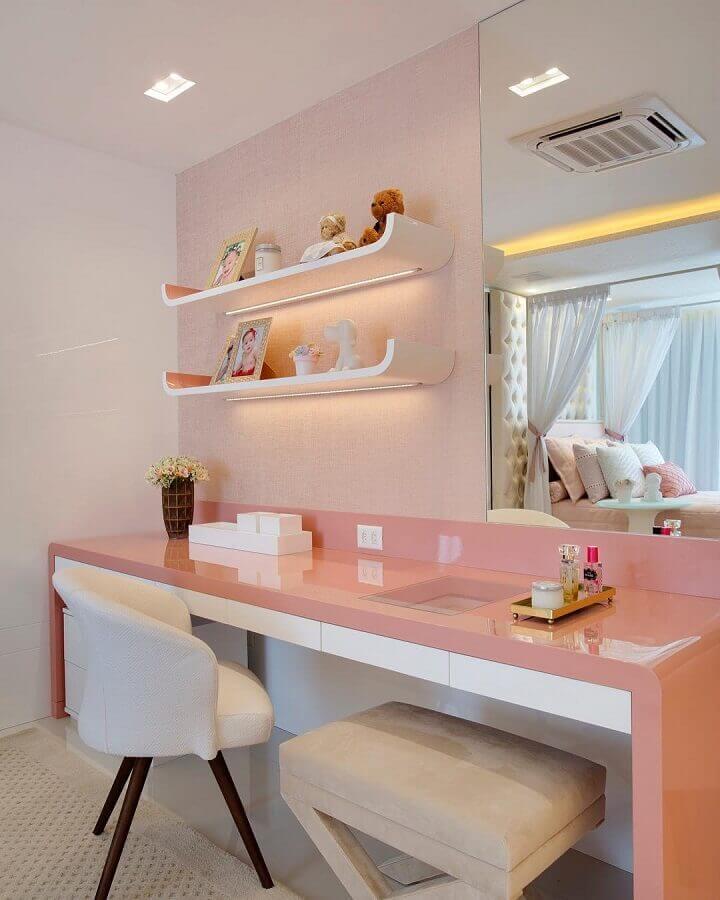 decoração em tons de rosa com bancada de quarto feminino Foto Claudia Pimenta e Patrícia Franco