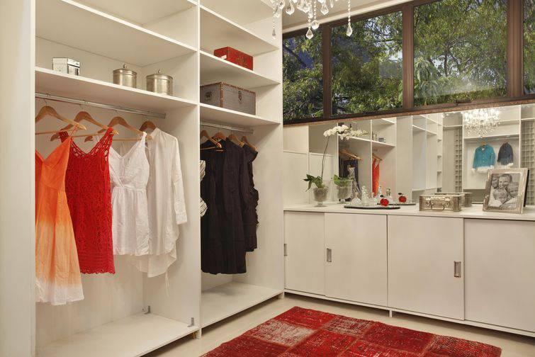 Guarda-roupas planejados, itens essenciais para espaços pequenos