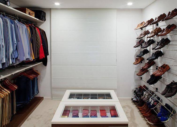 Os guarda-roupas planejados são itens essenciais para o aproveitamento de espaços pequenos