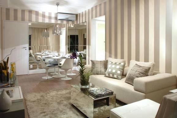 sala com papel de parede