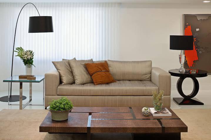 Sala de estar e jantar integradas em projeto sofisticado
