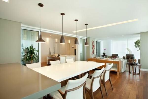 Teto de gesso em sala de jantar com luminárias