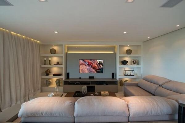 teto de gesso em sala iluminada