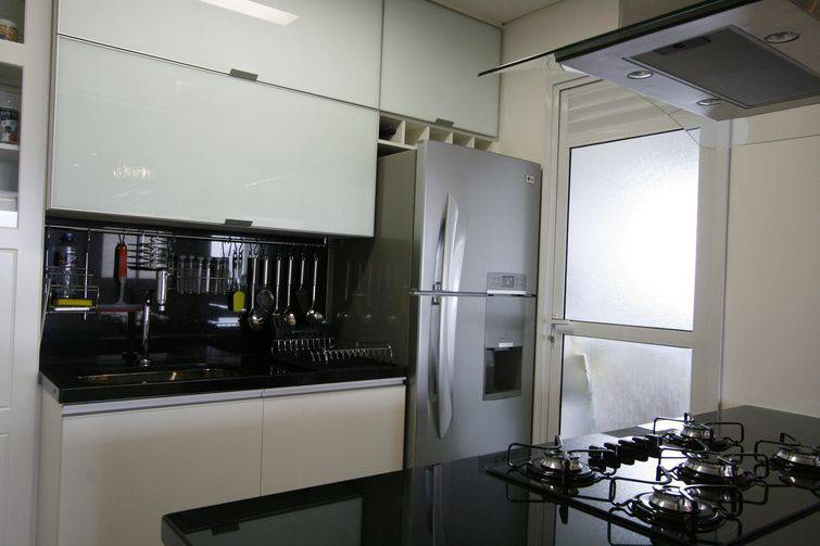 Cozinhas pequenas decoradas e planejadas com sofisticação # Cozinha Pequena Inox Ou Branco