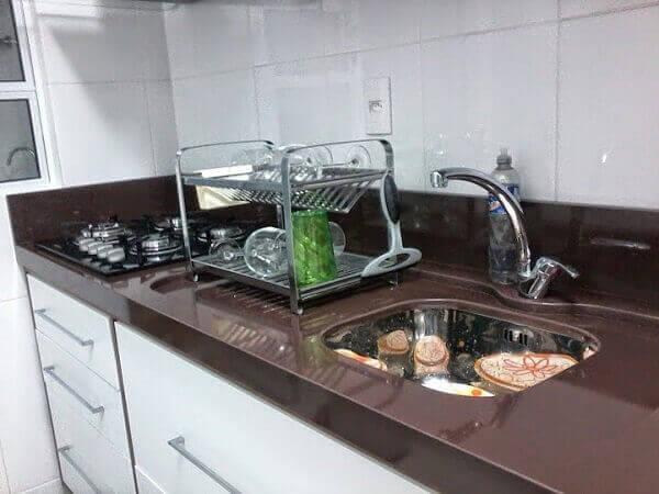 Granito Marrom Absoluto em cozinha planejada