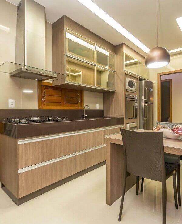 Granito marrom absoluto em cozinha nos mais variados tons