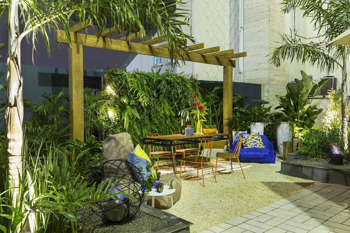 Decoração de jardim: Jardim do Lounge – Casa Cor 2015 #A0A02B 1200x800 Banheiro Com Vista Para Jardim