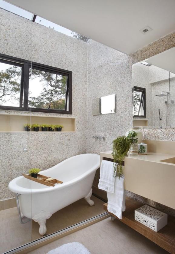 Modelo clássico de banheira remete à decoração sofisticada dos tempos antigos.